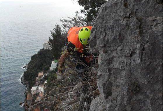 Lavori di consolidamento di costoni rocciosi eseguiti in Costiera Amalfitana